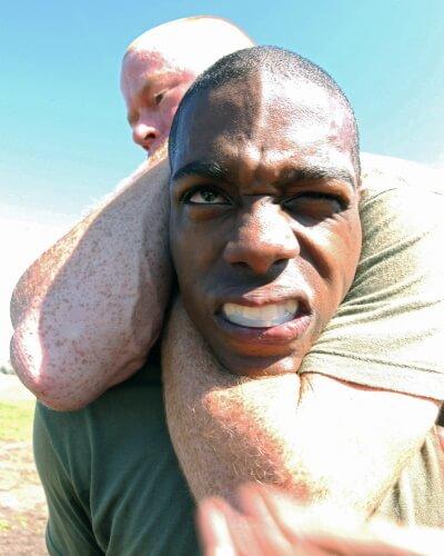 nackentraining nackenschmerzen nackenübungen